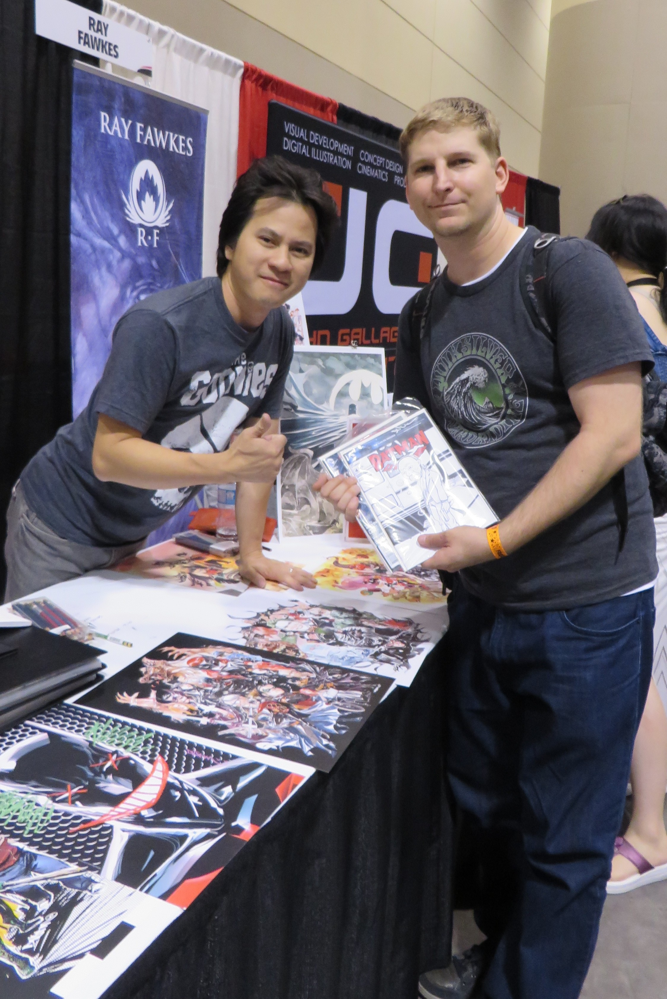 dustin nguyen and fan at fan expo